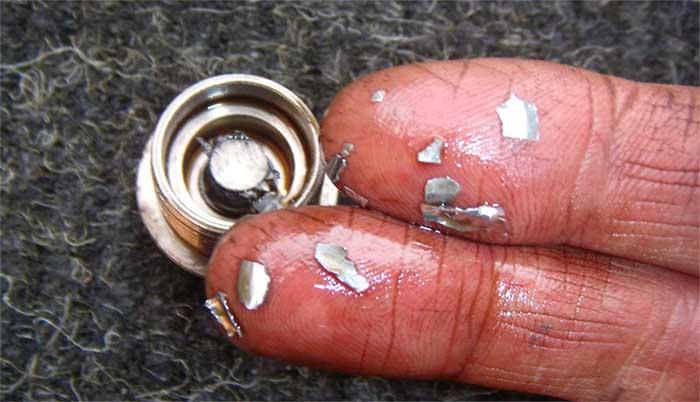 Metal Flakes in oil